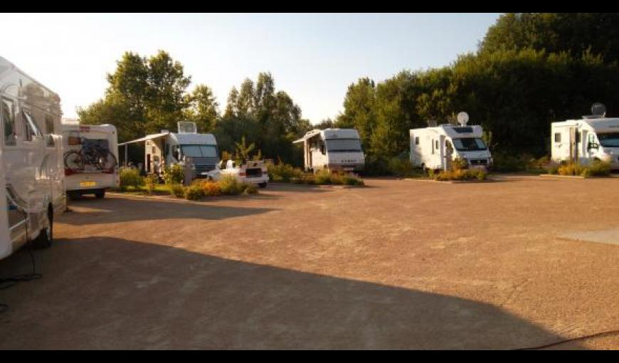 coucy-le-chateau_aire_camping_cars_2