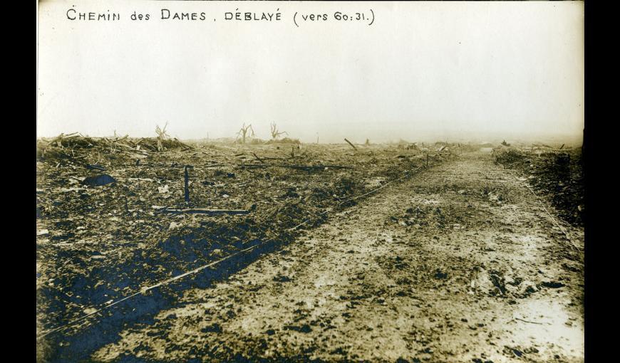 Photographie de guerre, le Chemin des Dames déblayé, autour des décombres